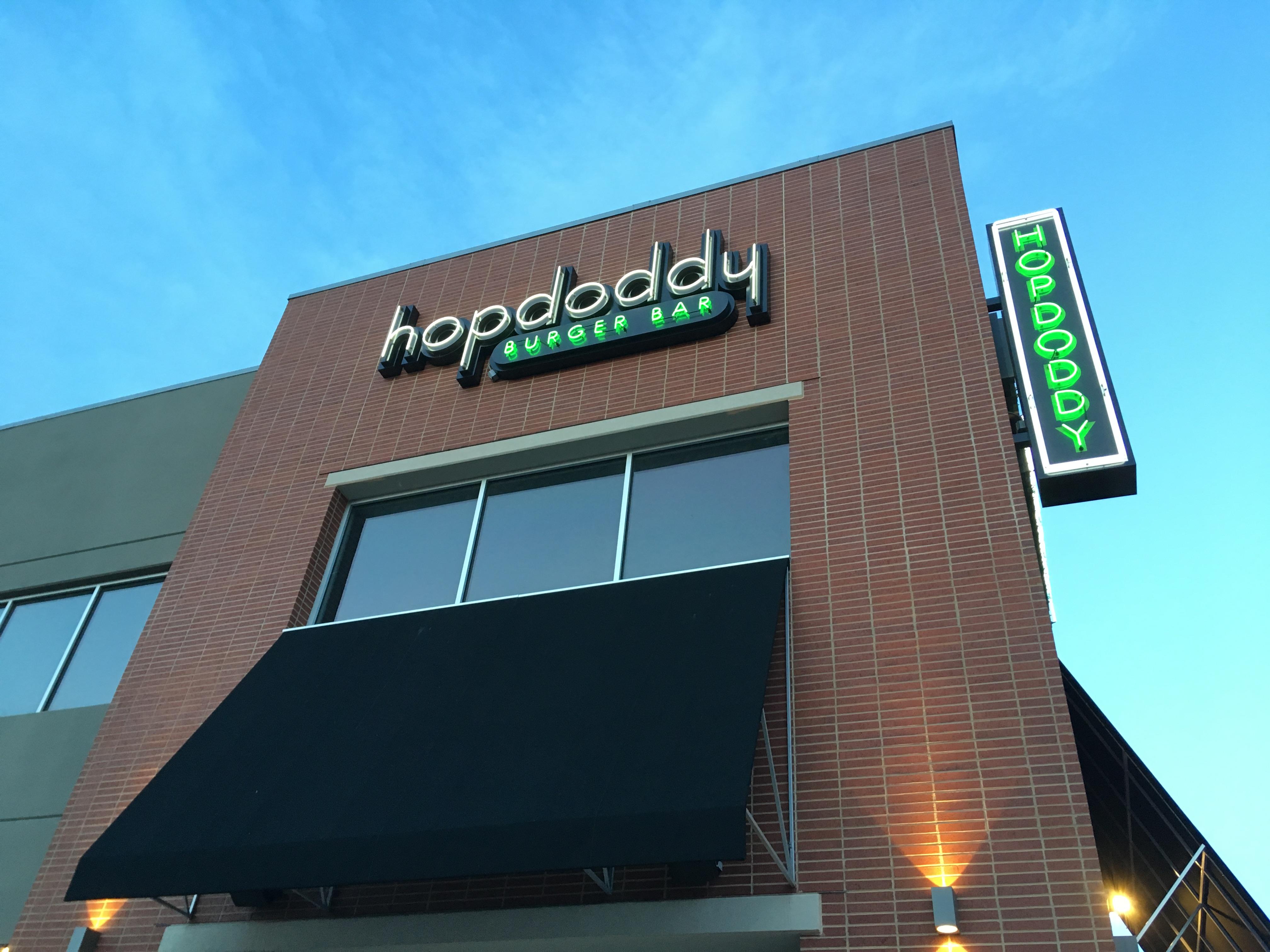 フライドポテトの盛り方が意外過ぎるHopdoddy Burger Bar