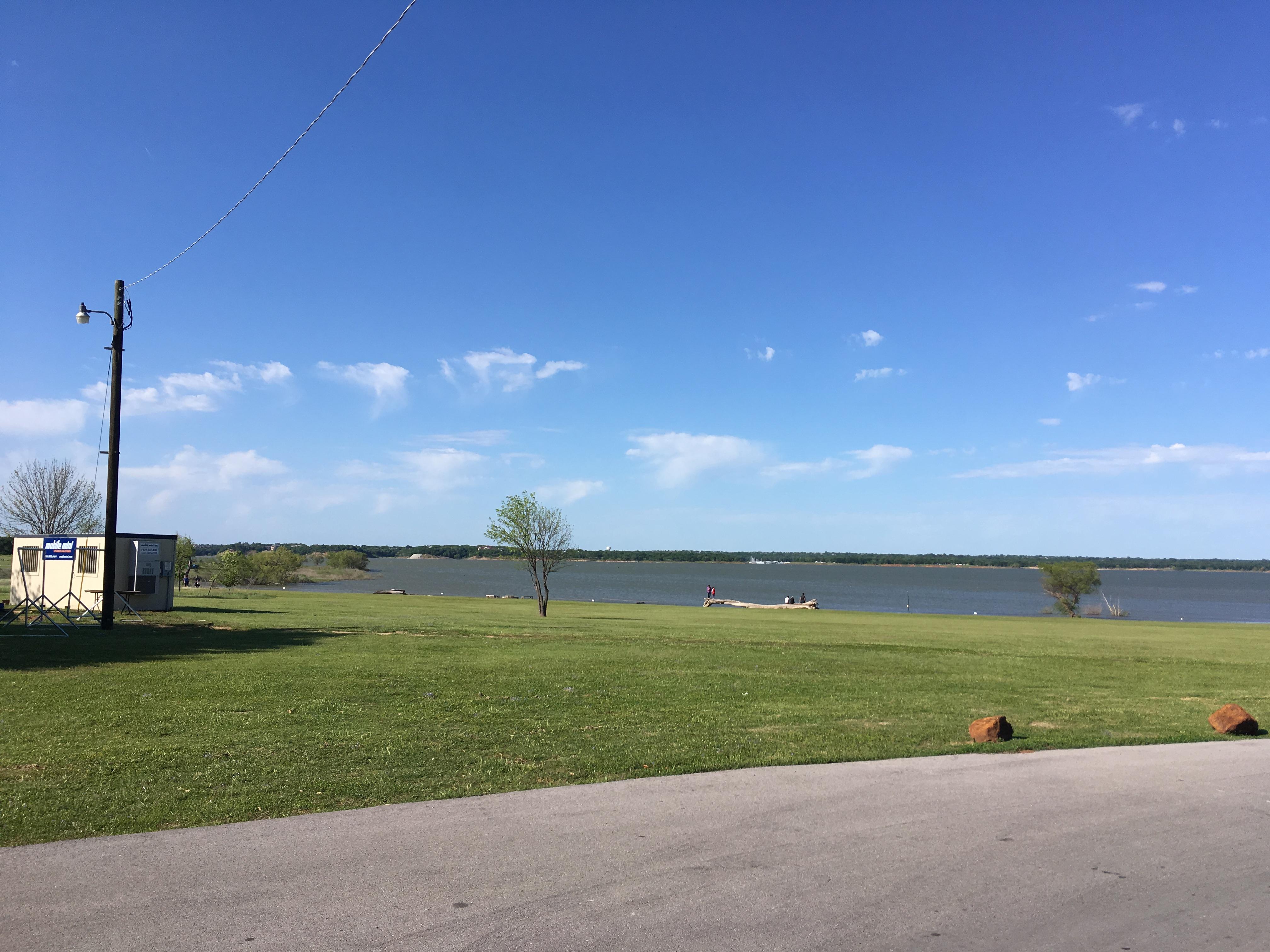 アウトレットもすぐ近く!Grapevine湖でのんびり過ごす休日