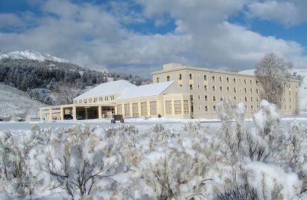 Winter-Mammoth-Hot-Springs-Hotel