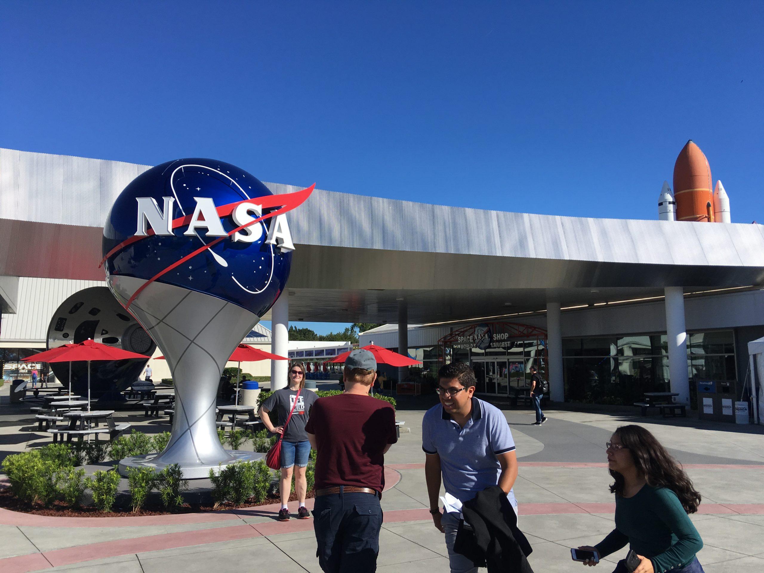 NASAケネディ宇宙センター観光【バスツアーで発射台へ】